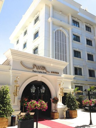 Sura Design Hotel & Suites: Entrée de l'hôtel