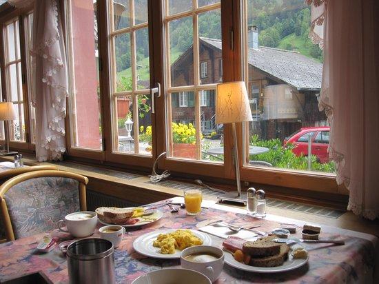 Hotel Silberhorn: lovely breakfast room