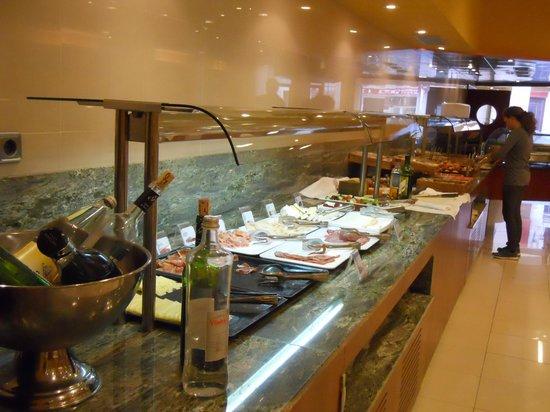Hotel Delfin: Breakfast buffett