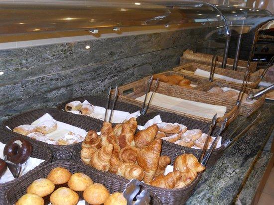Hotel Delfin: Breakfast buffet