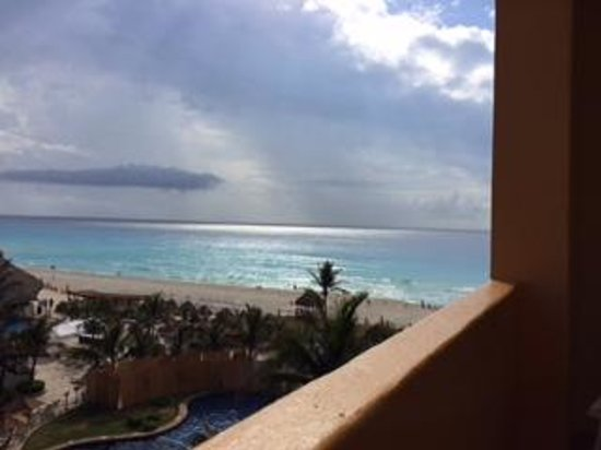 Fiesta Americana Condesa Cancun All Inclusive: View from our room. Perfect view of ocean and pools.