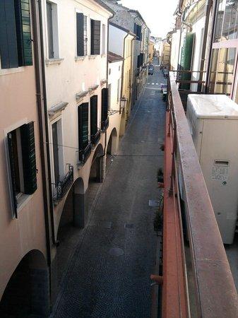 Hotel Eden: Vista sulla via C. Battisti