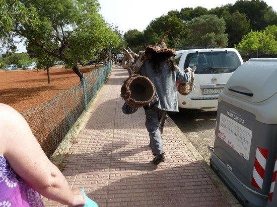Grupotel Santa Eularia Hotel: Off to work (Hippy market)