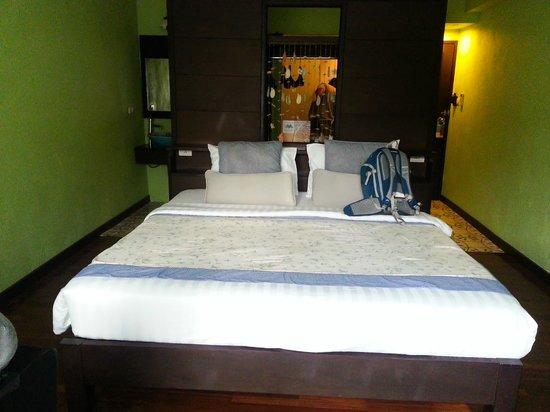 Phra Nang Inn : bed