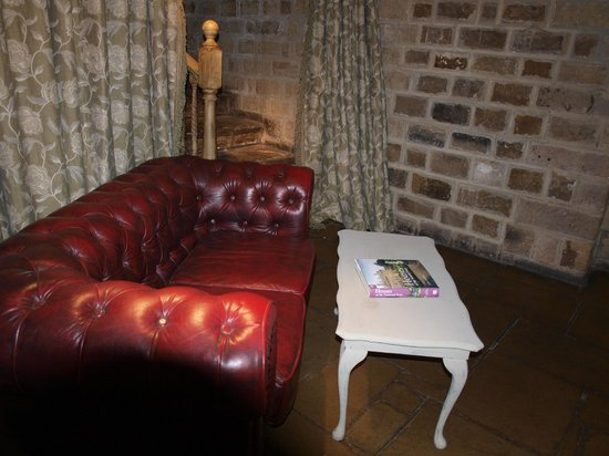 The Hopper Lane Hotel: Leather too