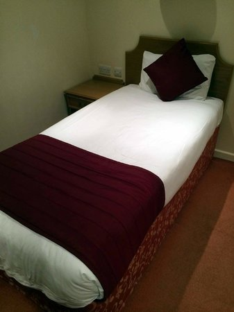 Quality Hotel Andover : Single bed