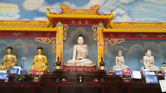 The City of Ten Thousand Buddhas : The second prayer hall
