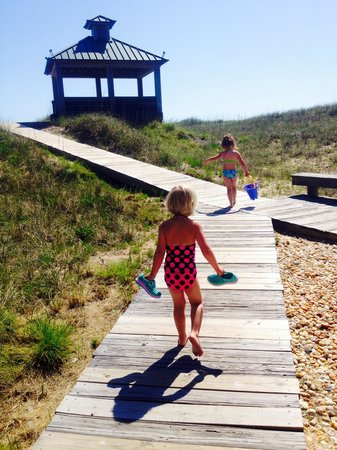 Shutters On the Banks : off to play in the sand