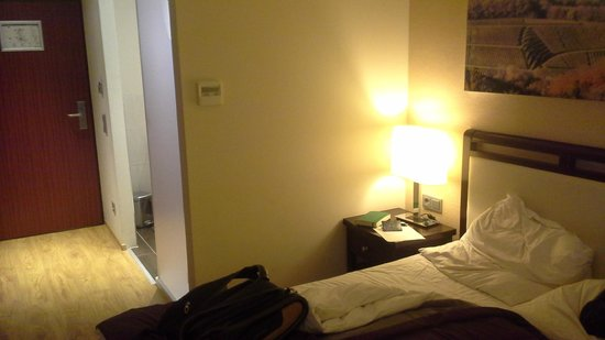 Radisson Blu Badischer Hof Hotel : our room with cozy lighting