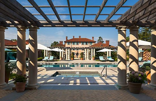 Glenmere Mansion: Outdoor heated pool to gardens and hotel