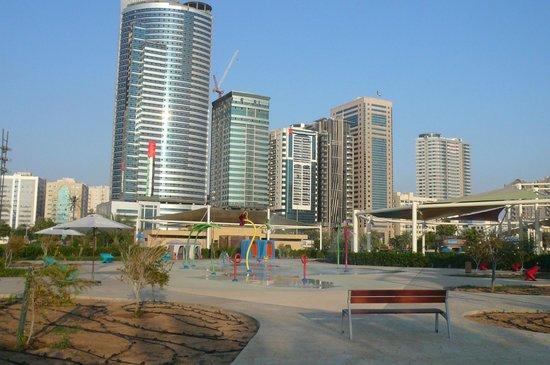 Al Majaz Waterfront: Peu d'enfants pour profiter des jeux