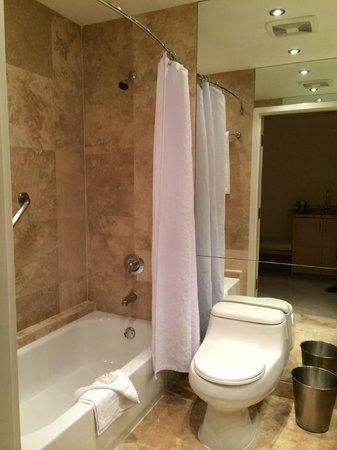 Grand Beach Hotel: Banheiro