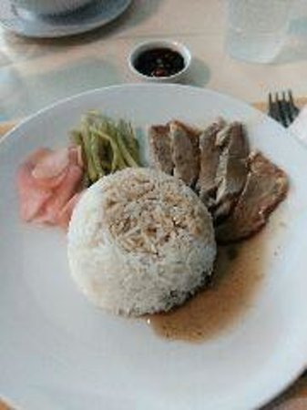 Silom Village Restaurant : roasted duck with rice