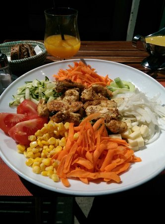 Café Restaurant Art's: Today's chicken salad