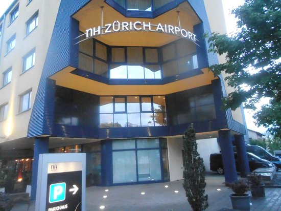 NH Zurich Airport: Front view of Hotel