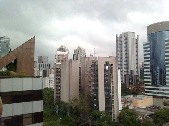 Estanplaza Berrini: Vista da janela do quarto
