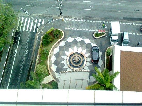 Estanplaza Berrini: Entrada do hotel vista de cima