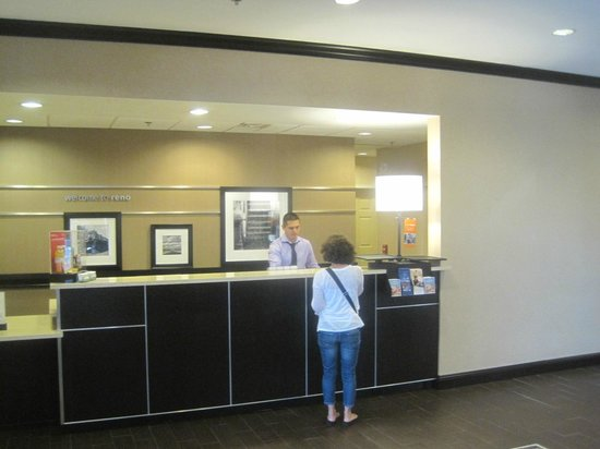 Hampton Inn & Suites Reno: Front desk, Hampton Inn, Reno, Nevada