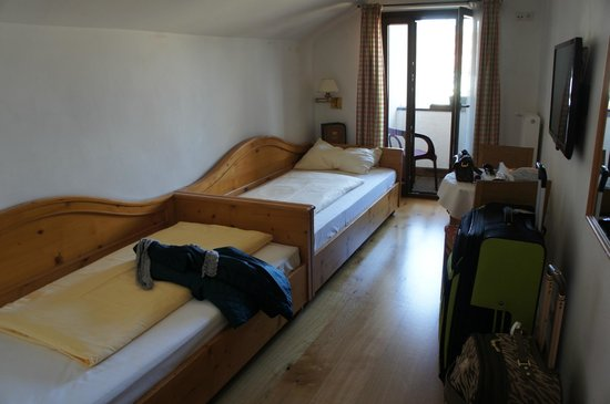 Hotel Weißes Kreuz: twin bedroom