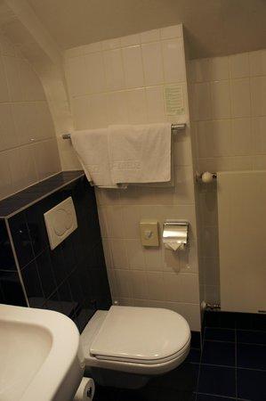 Hotel Weißes Kreuz: bathroom