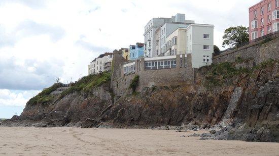 The Imperial Tenby Hotel: view from the beach of the Hotel