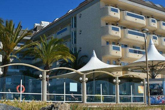 Hotel Caprici: вид со стороны моря
