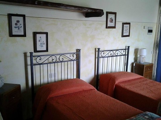 Agriturismo La Canonica: camera con 2 letti