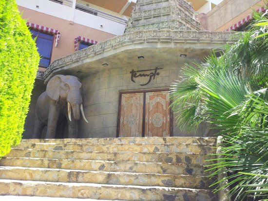 HOTEL PALM BEACH: Entrance to nightclub