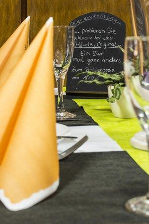 Zur Krone: Tisch Deko/Fotograf:Arno Ernst,Schwabenheim