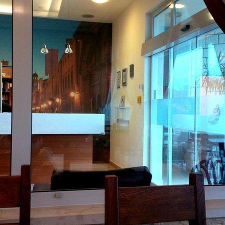 Berkeley Hotel & Day Spa: Reception desk