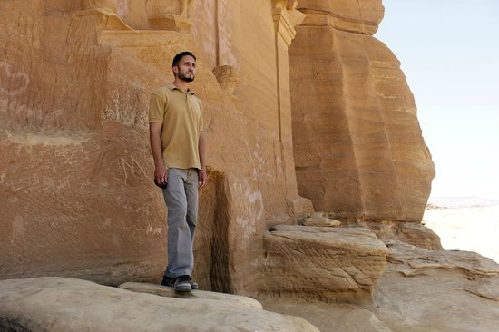 Mada'in Saleh: Me in front of one of the many tombs