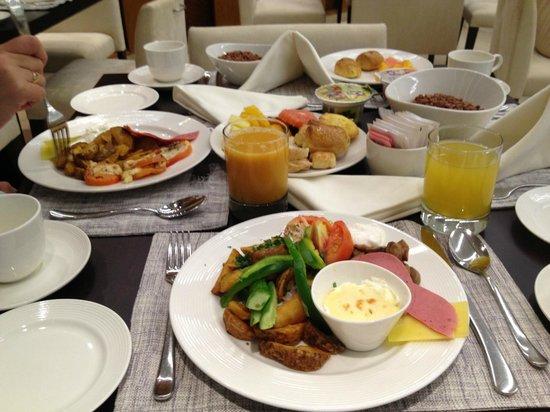 Hues Boutique Hotel: Завтрак