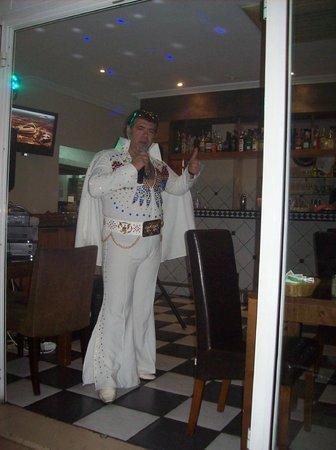 Smith's Cafe-Bar-Restaurant : friday night with elvis