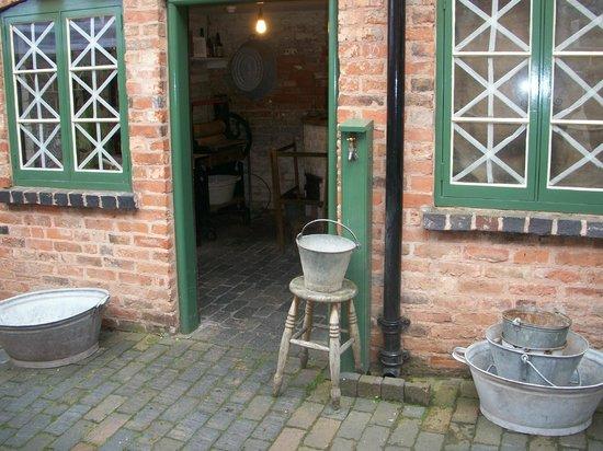 Birmingham Back to Backs: Back to Backs washroom/laundry