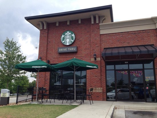 Starbucks : Exterior w/patio