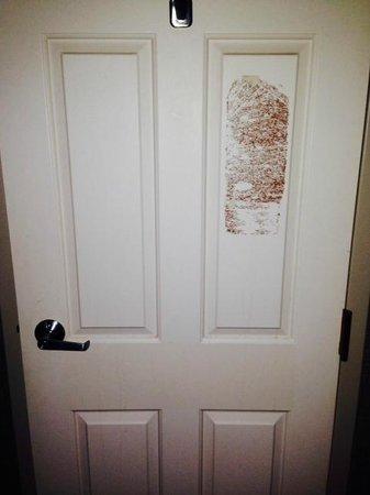 Hilton Akron / Fairlawn : Bathroom door