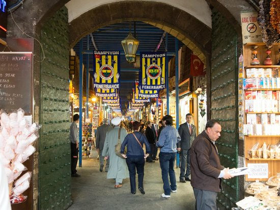 Turkey Tours by Local Guides : Entering the Spice Market