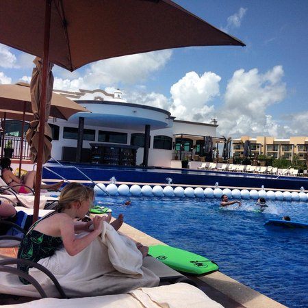 Grand Residences Riviera Cancun : At the infinity pool