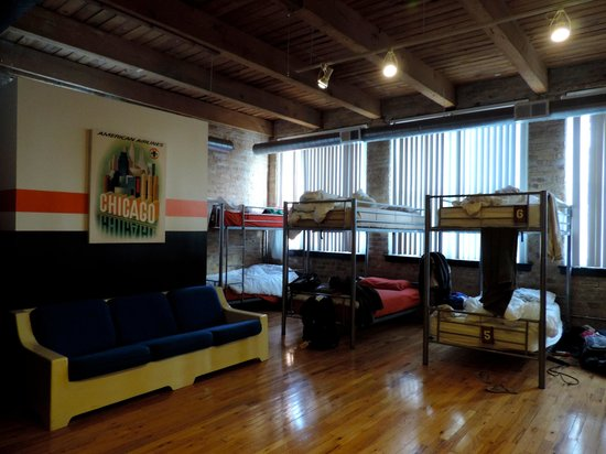 Urban Holiday Lofts : Bedroom of 8 women
