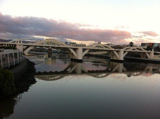 Brisbane City Council: early light William Jolly bridge