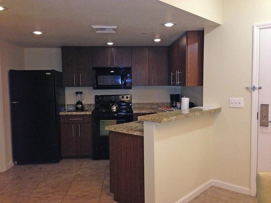 The Grandview at Las Vegas: Kitchen completed with ice maker, disposal, coffee maker, blender, etc.
