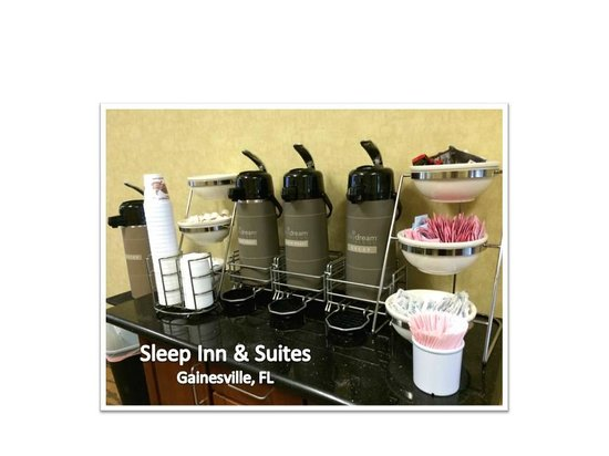 Sleep Inn & Suites University/Shands: WELL STOCKED Coffee and Hot Beverage Station