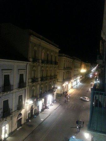 UNA Hotel Palace: Via etnea