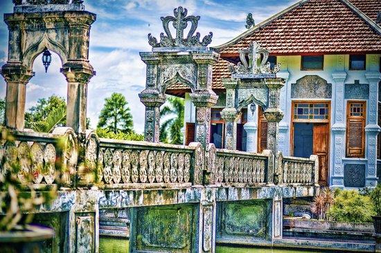 Ujung Water Palace - Padangbai - Bali - Indonesia - Wandervibes - stone bridge to palace