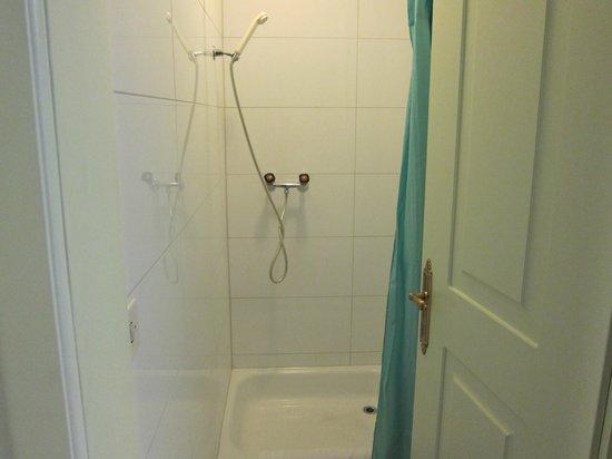 Hotel de la Paix : Shower Room Level 3