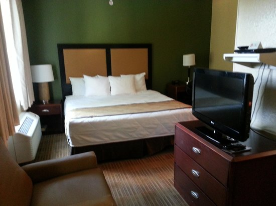 Extended Stay America - Fort Lauderdale - Cypress Creek - Park North: Huge bed