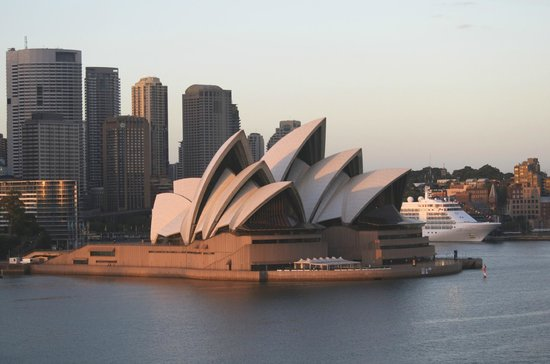 Manly Ferry : Te Opera House at sunrise