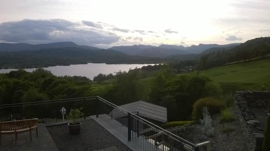 Holbeck Ghyll Country House: Early evening view from the hot tub