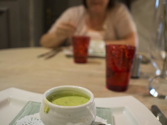 Logis Auberge le Voutenay : cold courgette soup, yummy!