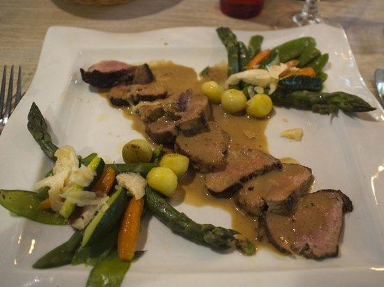 Logis Auberge le Voutenay : Veal main course